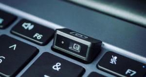 تتطلب Microsoft جميع أجهزة الكمبيوتر المحمولة التي تعمل بنظام Windows 11 لتحتوي على كاميرا ويب ، بدءًا من عام 2023
